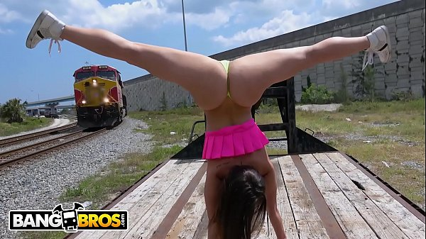 BANGBROS – PAWG Kelsi Monroe Flashes Her Big Ass Around Town And Fucks In Public